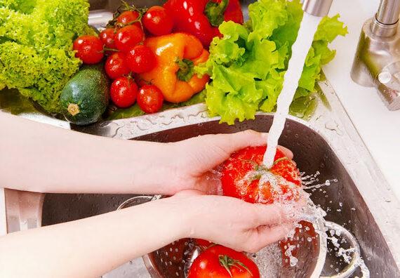 4 Cara Membersihkan Sayur dan Buah yang Benar