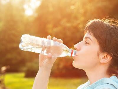 Alasan Utama Kenapa Harus Banyak Minum Air Putih yang Cukup Setiap Hari