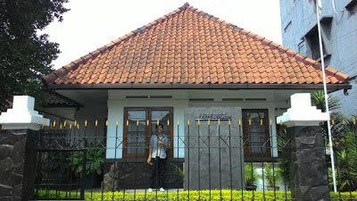 Mengungkap Nilai Sejarah yang Mengagumkan Di Rumah Bersejarah Inggit Garnasih