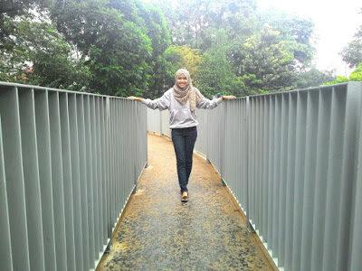 Bersantai di Taman Lansia yang Bersebelahan Dengan Gedung Sate Bandung