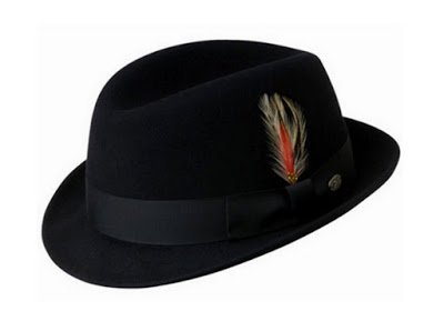 Tips Menggunakan Topi Berdasarkan Tema Pakaian Yang Dikenakan