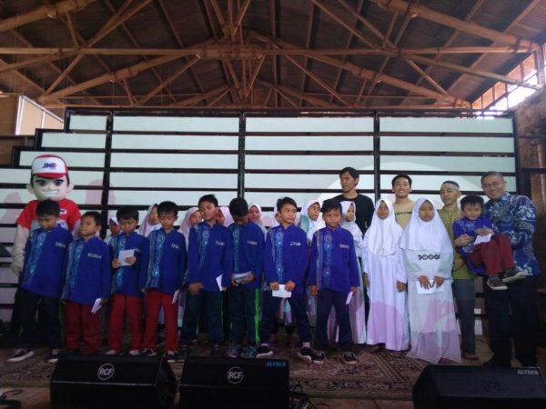 JNE menyantuni Anak Yatim di Acara Launching Friendly Logistics