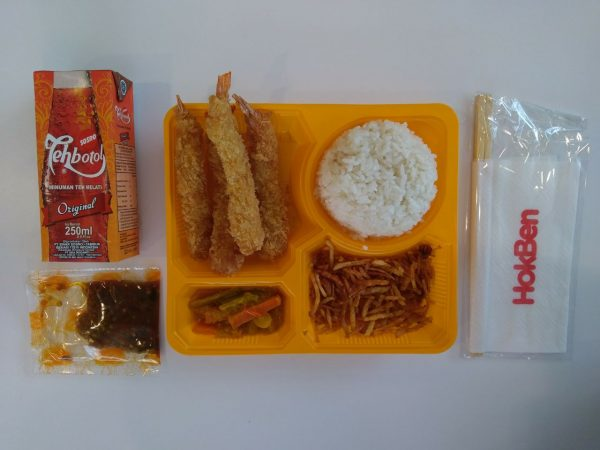 Makan siang di Hokben
