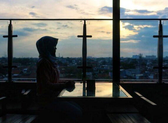 Melihat Sunset Cantik di Waroenk Idea Rooftop Cafe & Resto Bandung