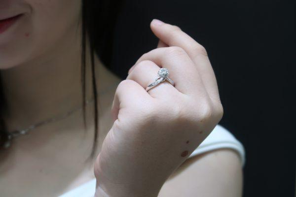 arti pria memberi cincin kepada wanita