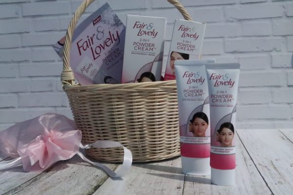 review produk Fair and Lovely 2 in 1 Powder Cream-min