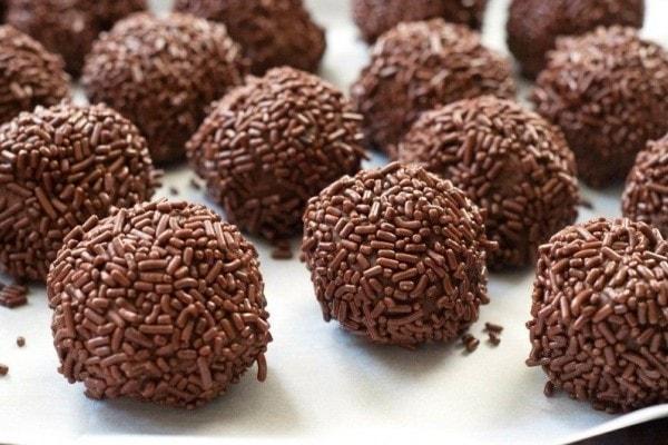 Bola Coklat