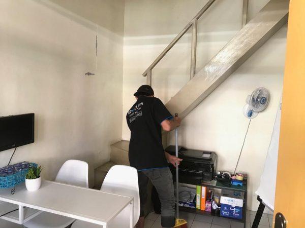 jasa mengepel lantai di rumah