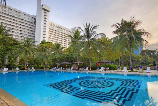 kolam renang di hotel borobudur