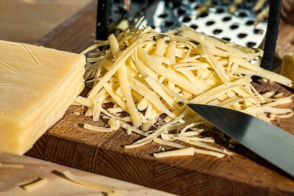 Perbedaan Keju Parmesan dan Keju Parmigiano