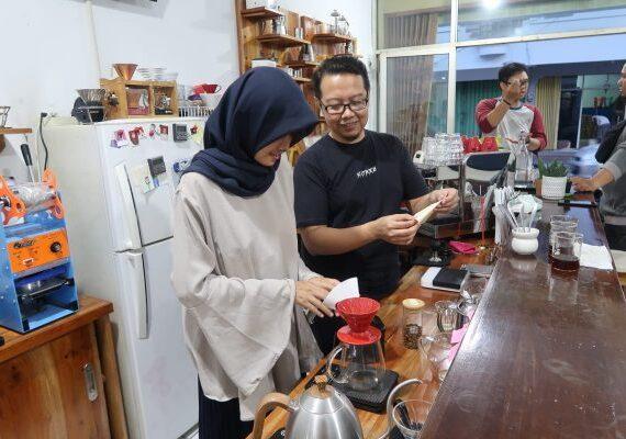 Belajar jadi Barista Handal di Kopi Dewa Bandung
