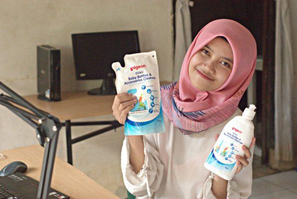 Membersihkan Botol Bayi