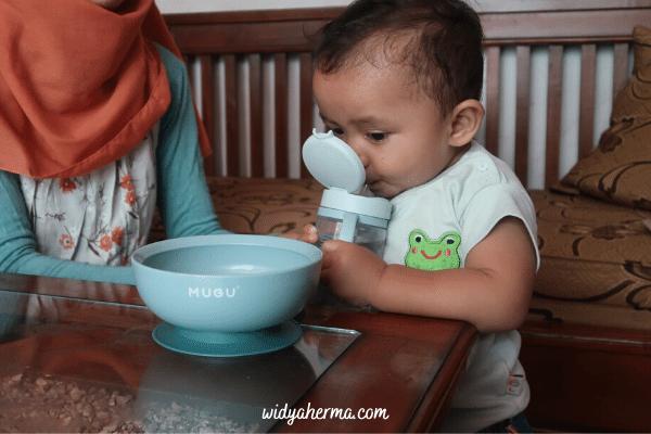 berapa banyak air yang dibutuhkan bayi