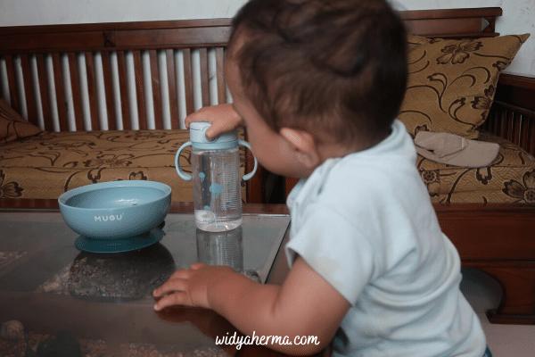 botol minum bayi tanpa tumpah
