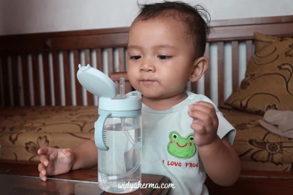 review botol minum bayi anti tumpah