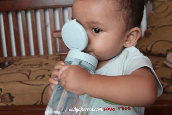 review botol minum bayi pake sedotan