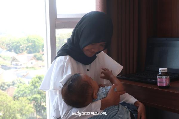 pengalaman menyusui bayi