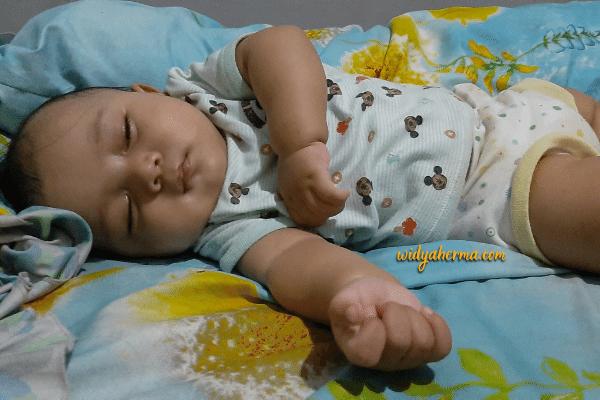 cara menidurkan bayi begadang