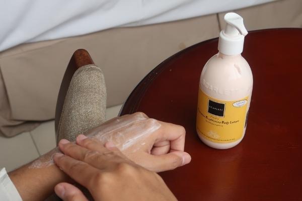 review scarlett whitening body lotion freshy