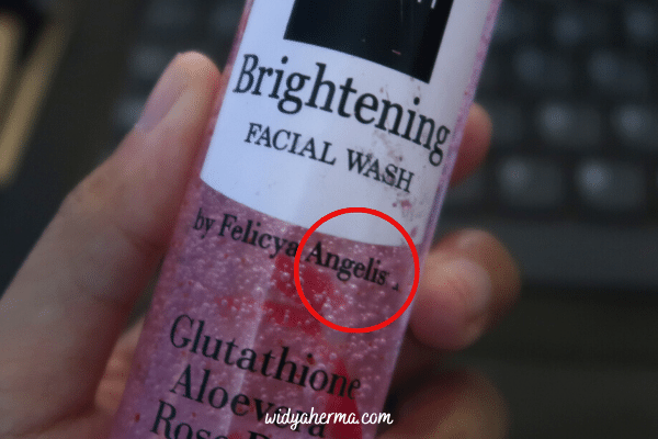 facial wash untuk mencerahkan kulit kering